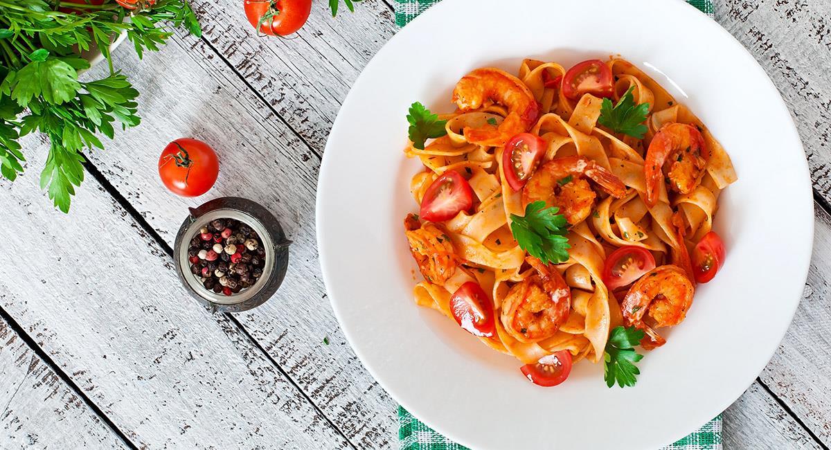 Camarones con queso y salsa de tomate
