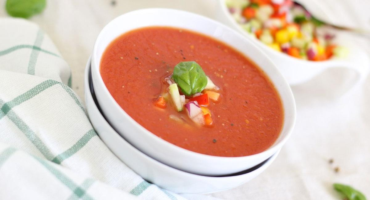 Sopa de tomate al laurel