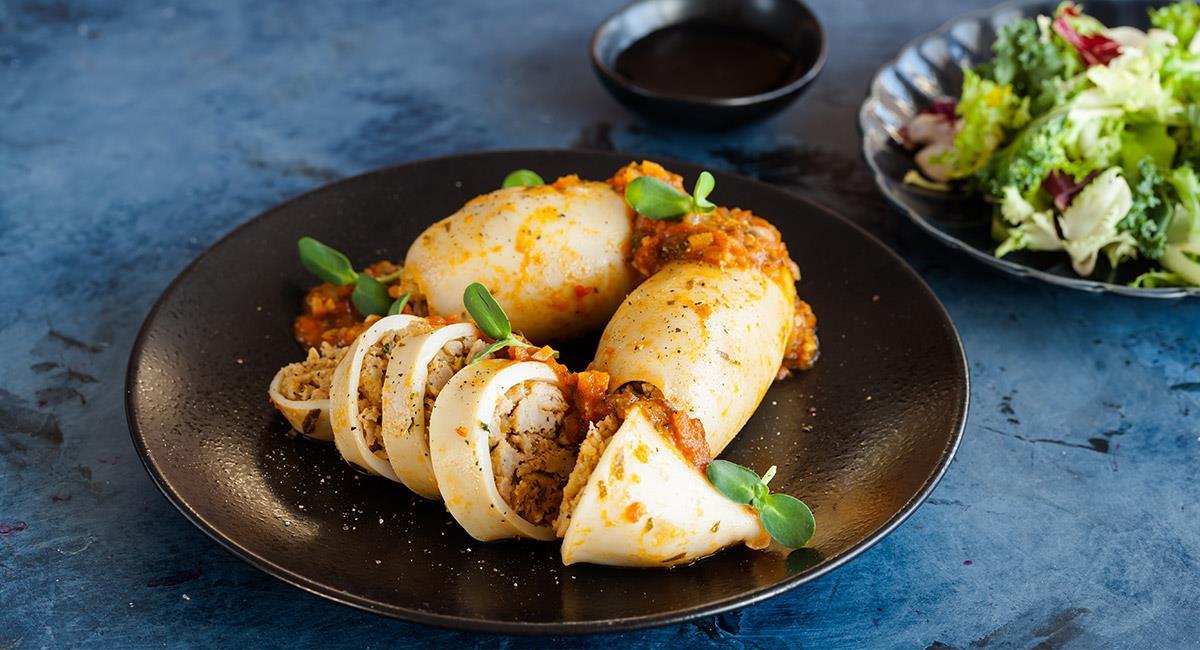Calamares rellenos con arroz a la portuguesa