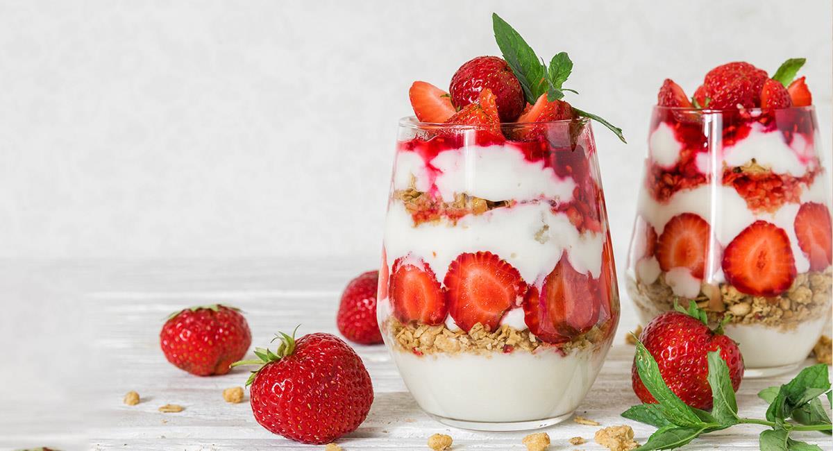 Parfait con yogur y fresas