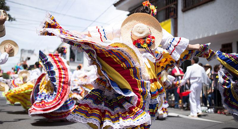 Folclor y Tradiciones - Shutterstock