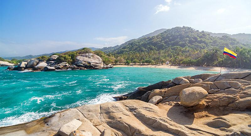 Playa tropical en Parque Nacional Tayrona en Colombia