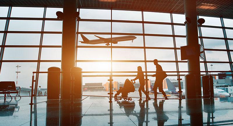 Gente en el Aeropuerto - Foto: shutterstock