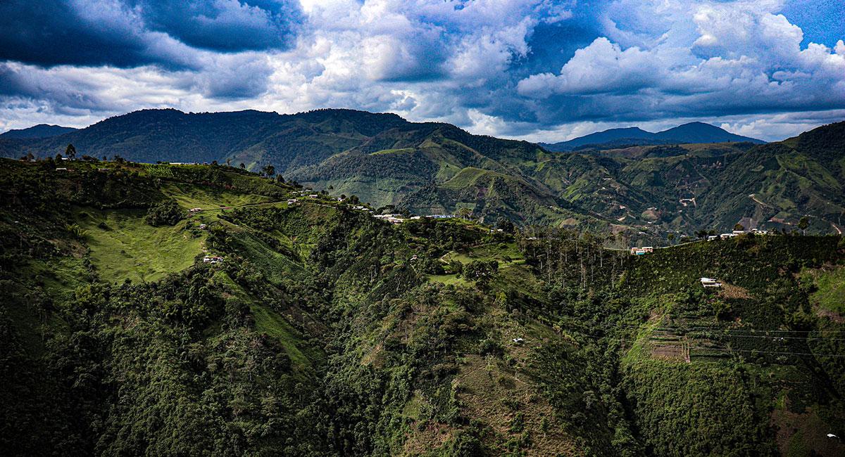 Montañas en el eje cafetero en el Huila - Shutterstock