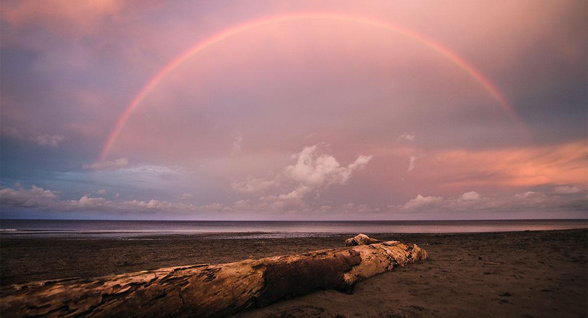 Arco iris en el Cielo en la Isla Gorgona - ShutterStock