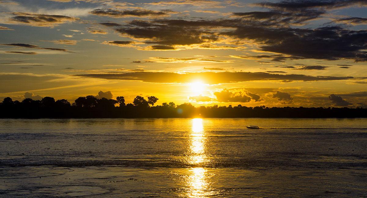 Paisaje del Río Amazonas en Leticia - ShutterStock