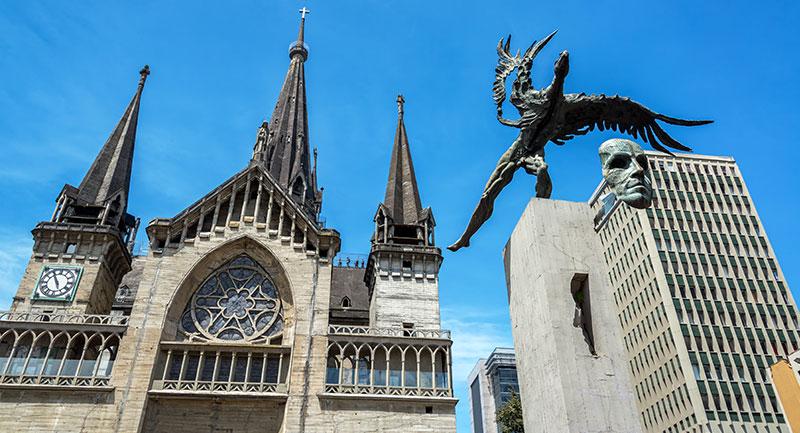Catedral del Rosario en el centro de Manizales - Shutterstock