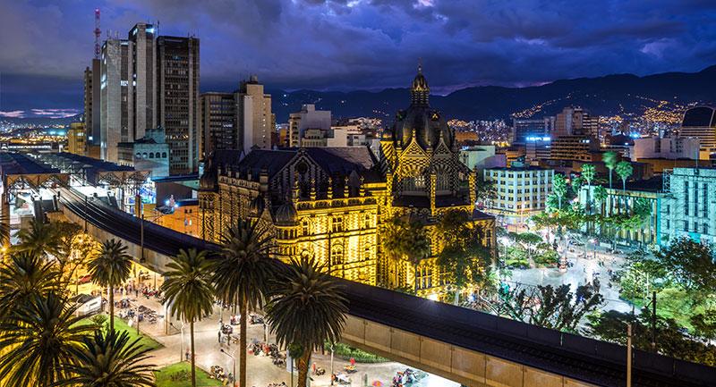 Plaza Botro y el Centro de Medellín - Shutterstock