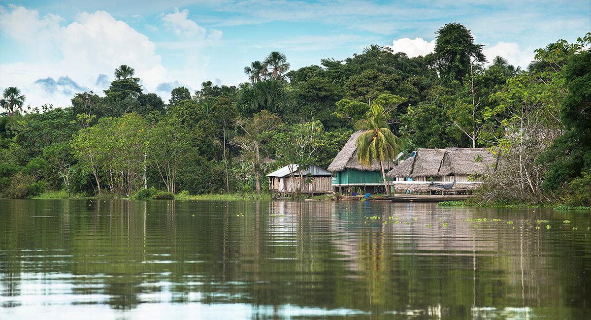 Río Amazonas en Mitú - ShutterStock