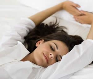 Dormir poco, ¿engorda?