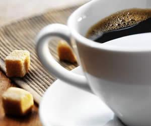 Tomar café con azúcar mejora la eficiencia del trabajo cerebral