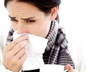 Dormir menos de siete horas aumenta posibilidades de resfriados