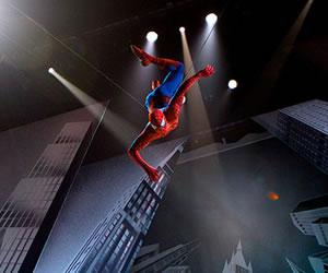 Hombre Araña cae diez metros durante show musical en Broadway