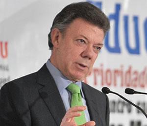 Santos rechaza amenazas de paro de transportadores