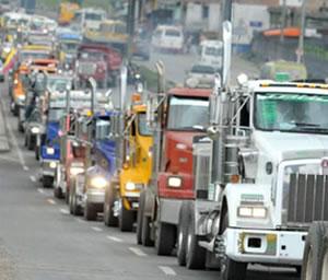 Camioneros en huelga dejan de movilizar 430.000 toneladas diarias