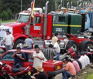 Camioneros en huelga bloquean amplio sector de Bogotá