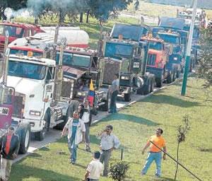 Camioneros mantienen paro después de reunión con Vicepresidente