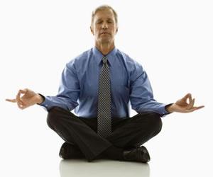 Yoga para ejecutivos relajados sin moverse de la oficina