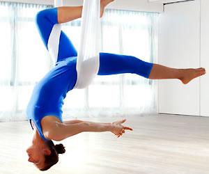 Reduce el estrés con yoga voladora