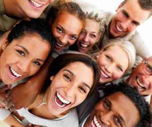 El yoga de la risa un remedio parael Alzheimer, cáncer y evitar problemas de estrés.