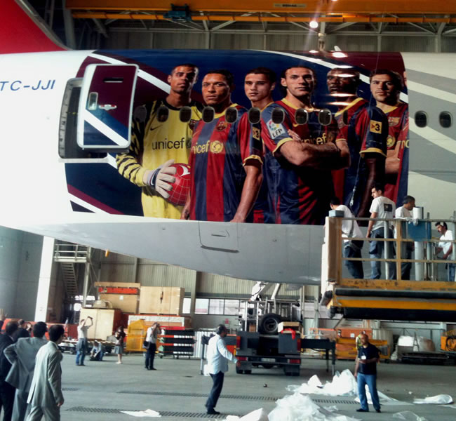 El 'gran pájaro azulgrana' es el Boeing 777, que trasladará al FC Barcelona a Londres/EFE