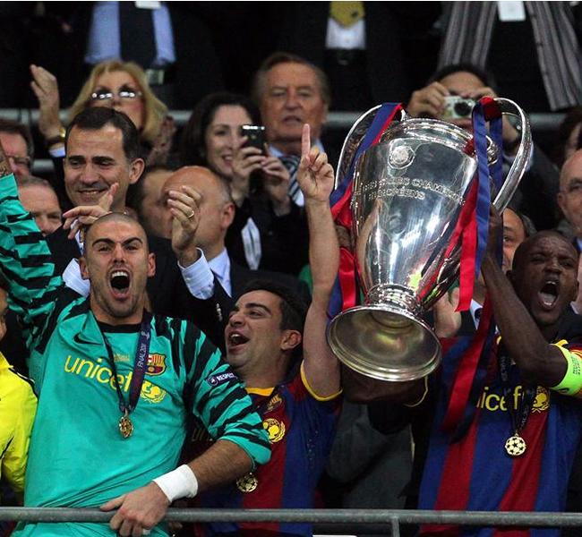 El equipo recibe la 'orejona' en Wembley. EFE