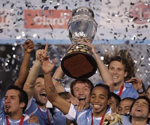 Uruguay celebra tras el partido final de la Copa América 2011