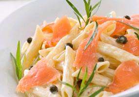 Pasta con salmón y caviar