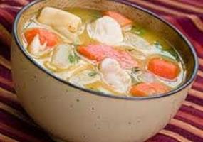 Sopa de pollo, vegetales y pasta
