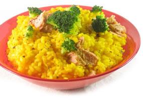 Arroz con verduras y atún