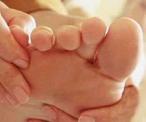 ¿Por qué se producen y cómo evitar los callos de los pies?
