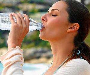 Tomar agua para estar guapa
