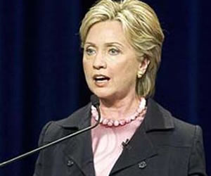 """""""Presunta muerte de Gadafi no garantiza el fin"""": Clinton"""