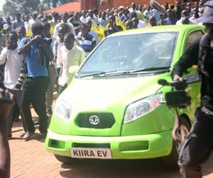 Estudiantes crean el primer coche eléctrico de Uganda