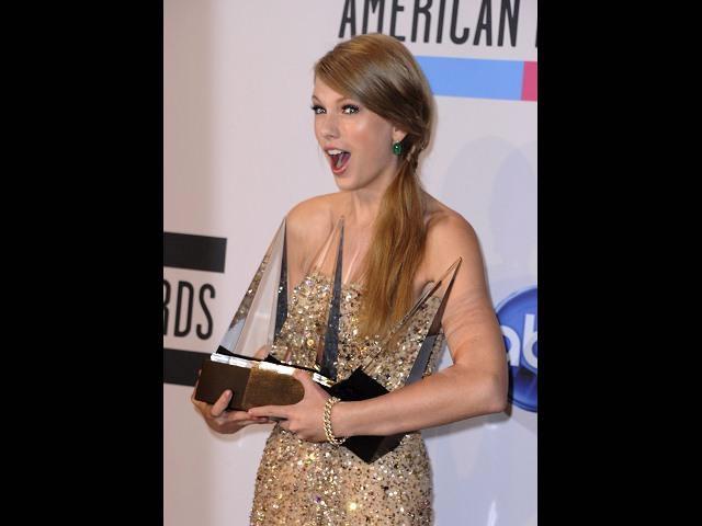 Taylor Swift y JLo las triunfadoras de los American Music Awards