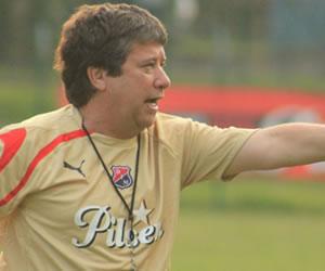 'Bolillo' Gómez dirigió su primer entrenamiento con el Medellín