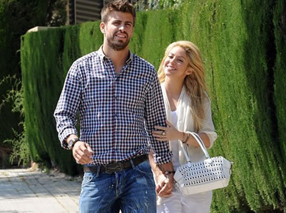 Piqué niega tener planes de boda con Shakira