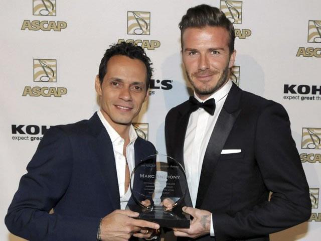 David Beckham entrega a Marc Anthony premio de autores estadounidenses