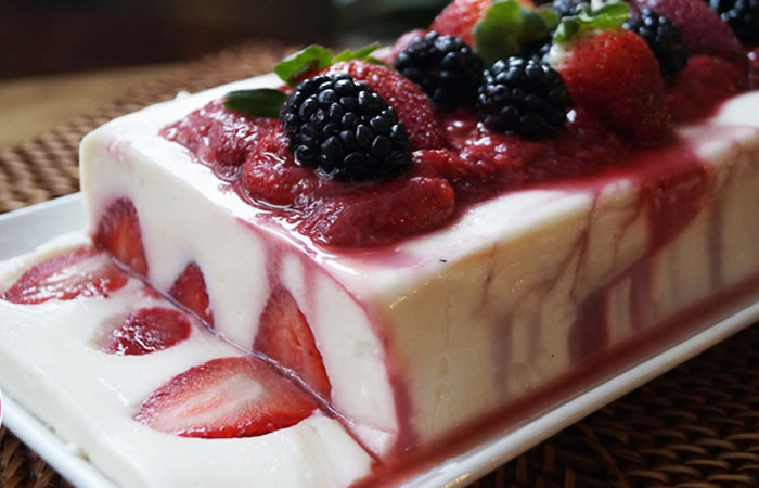 Torta de yogurt y frutas