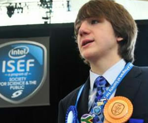 Joven de 15 años crea un método para detectar el cáncer de páncreas