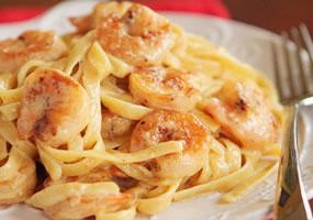Carbonara con camarones
