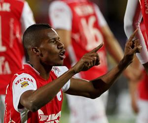 Jonathan Copete, celebra después de anotar contra Deportivo Pasto. EFE