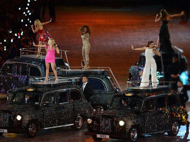 Victoria Beckham fascinada con presentación de las Spice Girls