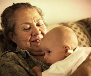 Una abuela de 53 años da a luz a su propia nieta