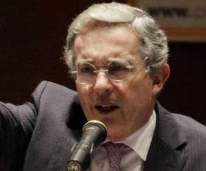 Uribe sale en defensa del Vicepresidente Angelino Garzón