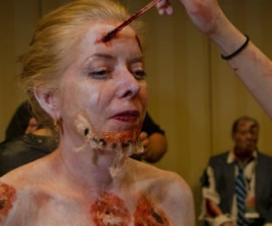 Maquillaje para ser un tétrico Zombie por un día