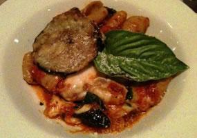 Pasta con berenjena y salsa italiana