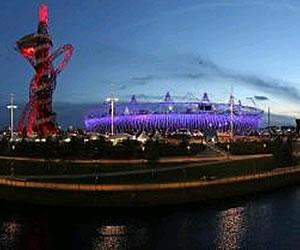 Vista general del Estadio Olímpico y la torre ArcelorMittal Orbit durante la ceremonia de Clausura de los Juegos Olímpicos de Londres 2012. EFE