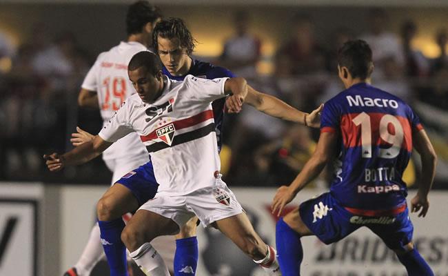 Afirman que el gerente del Sao Paulo agredió físicamente a los jugadores de Tigre