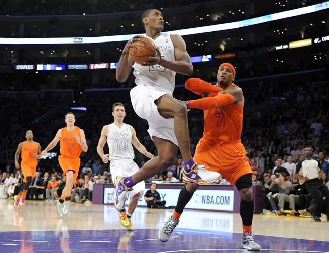 Los Lakers vencen a los Knicks en el duelo de navidad
